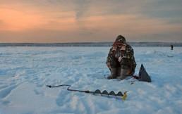 Бюджетно и тепло: как выбрать костюм для зимней рыбалки до 5 тыс. грн