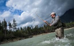 Какие брюки для рыбалки выбрать: обзор брюк Norfin и Simms