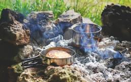Почему лучше выбирать комплект туристической посуды